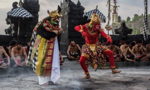 INDONEZJA / Uluwatu / Uluwatu Temple / Kecak Dance