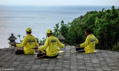 Zdjecie INDONEZJA / Uluwatu / Uluwatu Temple / Medytacja