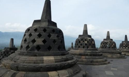 Zdjecie INDONEZJA / JAVA/okolice Yogyakarty  / �wi�tynia Borobudur / na dachu �wi�ty