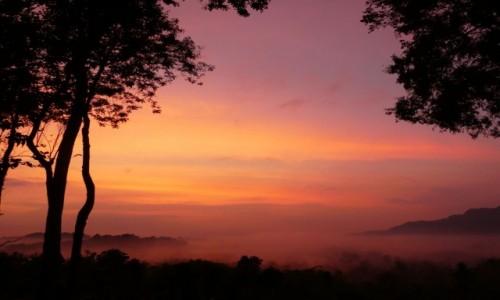 Zdjęcie INDONEZJA / JAVA/okolice Yogyakarty  / Setumbu Hills/ Borobudur / oczekując na wschód słońca nad Borobudur