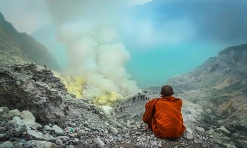 Zdjecie INDONEZJA / wschodnia Jawa / Krater wulkanu Ijen / Kontemplacja