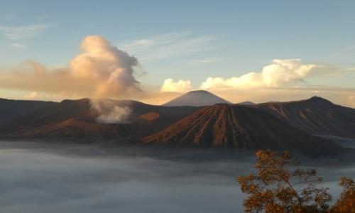 INDONEZJA / Java / wulkan Bromo  / wschód słońca nad Bromo