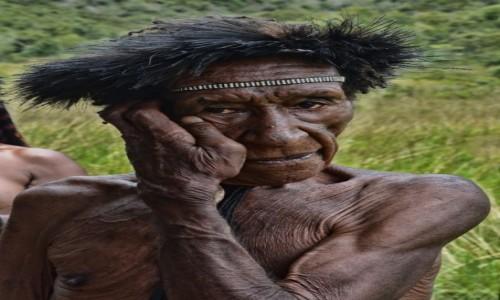 Zdjecie INDONEZJA / Papua Zachodnia; Dolina Baliem / wioska Dani / Pan Dani bez palców (czego na zdjęciu nie widać)