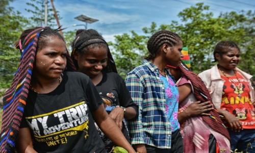 Zdjęcie INDONEZJA / Papua Zachodnia / Dekai / W Dekai - odświętny makjaż :)