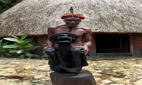 Zdjecie INDONEZJA / Papua Zachodnia / Dolina Baliem, wioska Dani / Plemię Dani - rodzinna relikwia,  ponad dwustuletnia mumia przodka