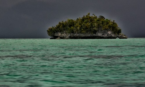 INDONEZJA / Raja Ampat / pobliże wyspy Gam / Przed burzą
