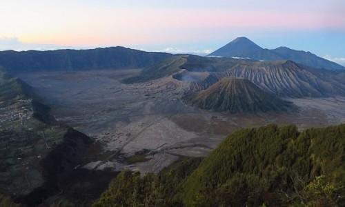Zdjecie INDONEZJA / Jawa / kaldera Tengger / wschód słońca nad kalderą Tengger