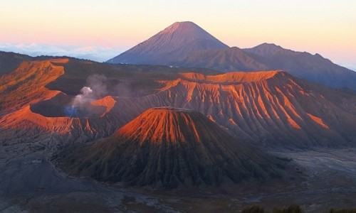 Zdjęcie INDONEZJA / Jawa / kaldera Tengger / wschód słońca nad kalderą Tengger