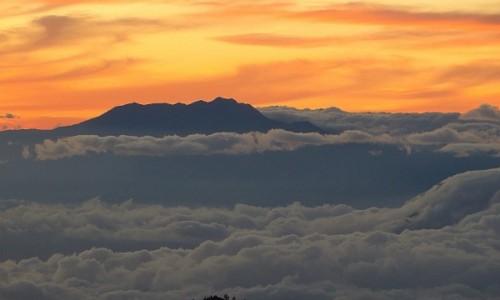 INDONEZJA / Jawa / kaldera Tengger / wschód słońca nad kalderą Tengger