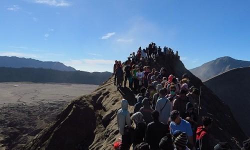 INDONEZJA / Jawa / kaldera Tengger / na krawędzi krateru