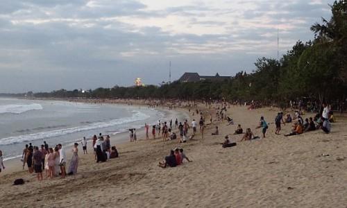 Zdjecie INDONEZJA / Bali / Kuta / plaża o zachodzie słońca