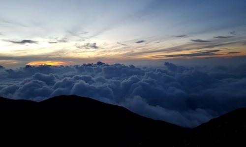 Zdjecie INDONEZJA / Sumatra Zachodnia / Gunung Marapi / Wschód słońca z G. Marapi