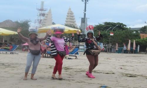 Zdjecie INDONEZJA / Bali / Plaza Pantai Kuta / Wesole Balijki