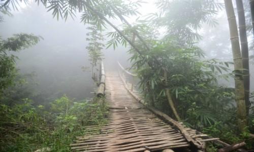 Zdjecie INDONEZJA / wyspa Flores / szlak do wioski Wae Rebo / Most do innego świata
