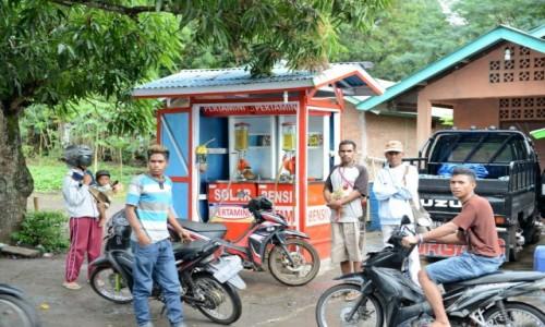 Zdjecie INDONEZJA / Flores / rejon Ruteng / Kioskowa stacja paliw