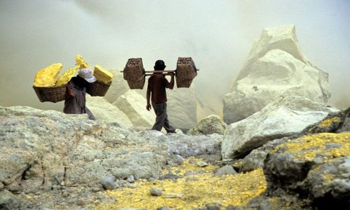 Zdjęcie INDONEZJA / Jawa / Ijen / Ijen, Siarka, zloto biedoty