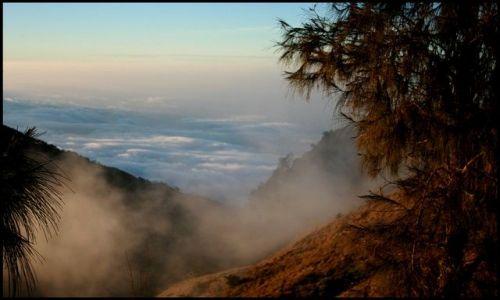 Zdjecie INDONEZJA / Lombok / Gunung Rinjani / spacer w chmurach