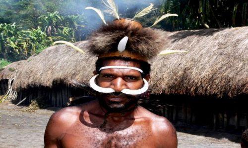 Zdjecie INDONEZJA / Papua / Dolina Baliem / Kapelusze-Syn wodza