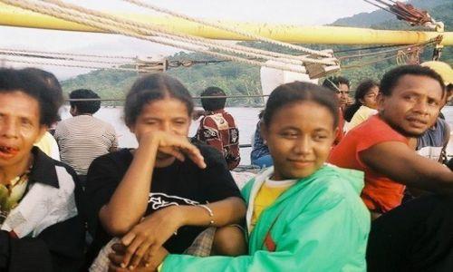 INDONEZJA / West Papua / Biak Regency / Pasażerowie