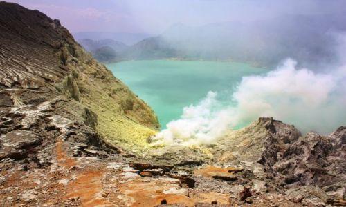INDONEZJA / Java /  wulkan Kawah Ijen / Kopalnia siarki...