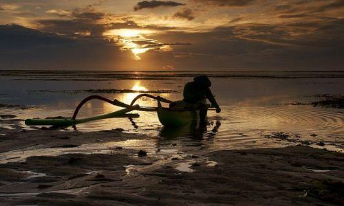 Zdjecie INDONEZJA / Bali / Sanur / Poławiacz krabó