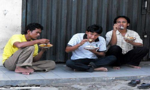 Zdjęcie INDONEZJA / Jakarta / centrum / pora na lunch