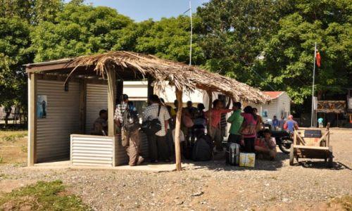Zdjęcie INDONEZJA / Demokratyczna Republika Timor Leste / Granica z Indonezją / kontrola paszportowa
