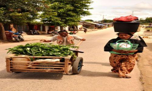 Zdjęcie INDONEZJA / Demokratyczna Republika Timor Leste / Baucau / W drodze na targ
