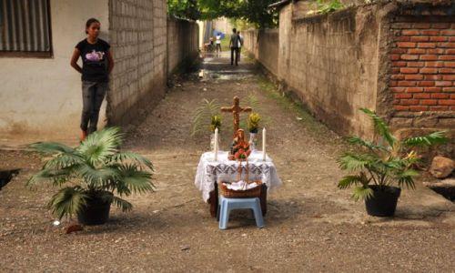 Zdjęcie INDONEZJA / Demokratyczna Republika Timor Leste / Dili / Kapliczka uliczna w Dili