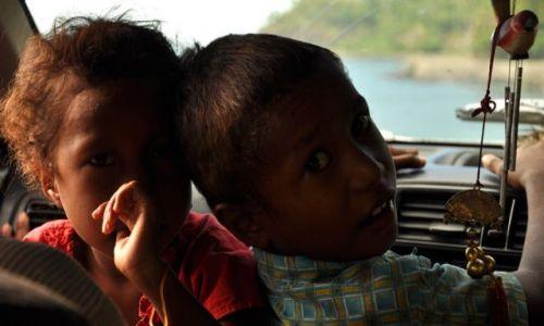 Zdjęcie INDONEZJA / Demokratyczna Republika Timor Leste / Dili / Dzieci taksówkarza