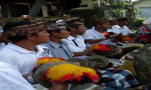 INDONEZJA / Bali / pólwysep Badung / ... przed świątynią...