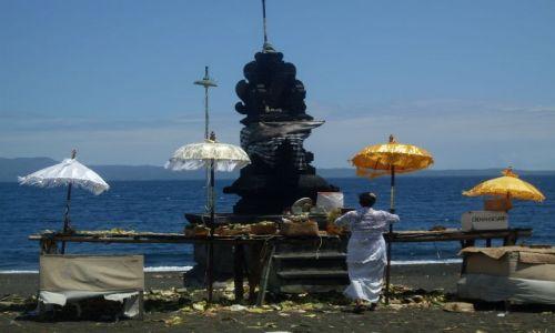 Zdjecie INDONEZJA / Bali / Kusamba-Candidasa / ... na styku ...