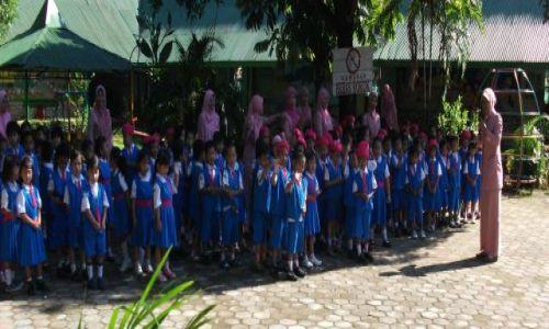Zdjęcie INDONEZJA / Clelbes (Sulawesi) / Makasar / ... hello mister .... ;-)....