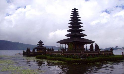Zdjecie INDONEZJA / Bali / jezioro Danau Batur / świątynia na jeziorze