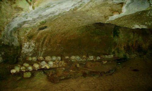 Zdjecie INDONEZJA / Sulawesi Południowe / Tampangallo / jaskinia - grobowiec