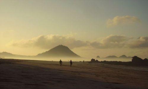 Zdjecie INDONEZJA / wyspa Lombok / wioska Kuta Beach / to nie pustynia, to plaża!