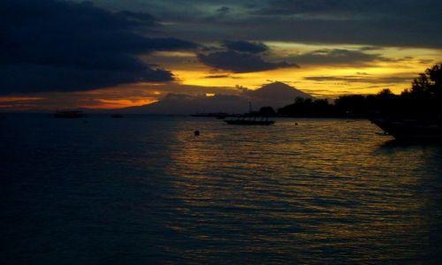 Zdjęcie INDONEZJA / Gili Air / wysepka Gili Air / pochmurny zachód słońca