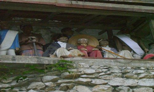 INDONEZJA / Południowe Sulawesi / okolice Rantepao / figury tau-rau - wierne podobizny zmarłych