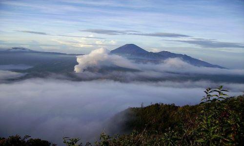 Zdjecie INDONEZJA / Jawa / Narodowy Park Wulkan�w / mg�a nad kalder