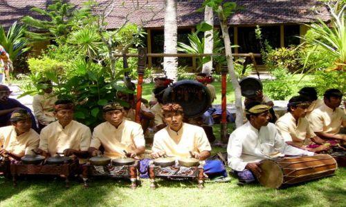Zdjecie INDONEZJA / wyspa Lombok / wioska Kuta Beach / tradycyjny zespół muzyczny