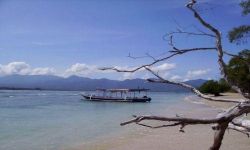 Zdjecie INDONEZJA / wysepka Gili Air / Gili Air / widok na Lombok z plaży