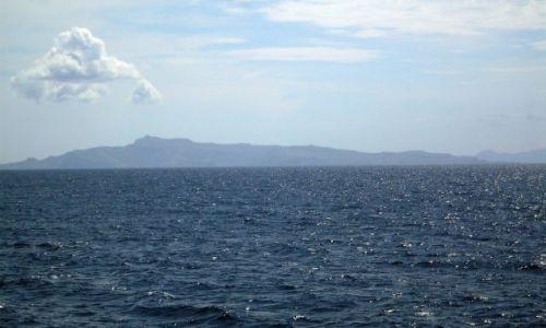 Zdjęcie INDONEZJA / Małe Wyspy Sundajskie (Nusa Tengara) / Gdześ pomiędzy wyspami.... / ...kolory morza, nieba, .....