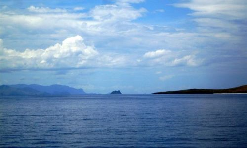 Zdjęcie INDONEZJA / Małe Wyspy Sundajskie (Nusa Tengara) / Gdześ pomiędzy wyspami.... / ... w błękicie ...