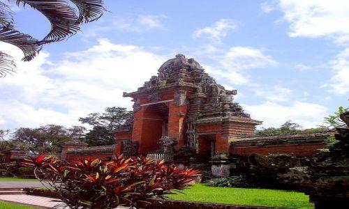 Zdjecie INDONEZJA / Bali / Mengwi / wejście do królewskiej światyni w Mengwi