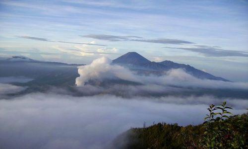 INDONEZJA / Jawa / Narodowy Park Wulkanów / słońce wstaje nad Parkiem Wulkanów