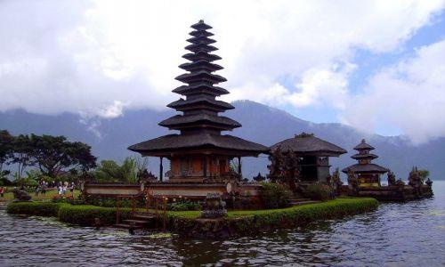 Zdjecie INDONEZJA / Bali / światynia na jeziorze Danu Bratan / najważniejsza świątynia na Bali