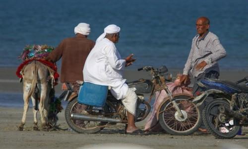 Zdjęcie IRAK / wyspa Hormoz / Hormoz / męskie ploty..., sorry - narada ;)