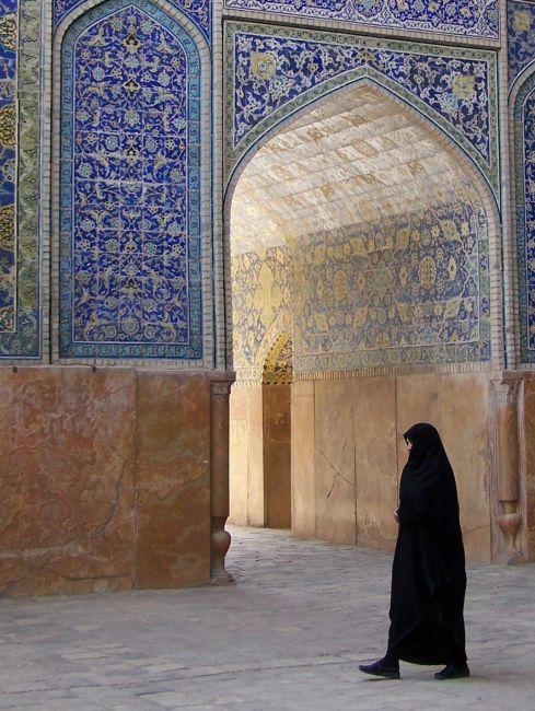 Zdjęcia: Isfahan, Meczet Piątkowy, Wyżyna Irańska, W drodze na modły, IRAN