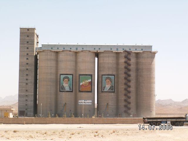 Zdjęcia: Bandar E Bushehr, Przywódcy irańscy są wszędzie, IRAN
