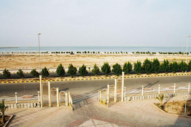 Zdjęcia: Kolo miejscowosci BANDAR KHUR, Widok na zatoke perska, IRAN